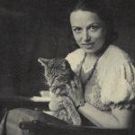 17 Foto Dörte Helm mit Katze 1933
