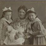 2 Mutter mit 3 Töchtern